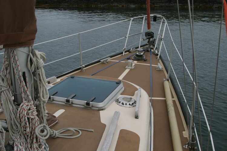 Bruce Roberts 34 Sailing Yachtfor sale Foredeck and coachroof, starboard -