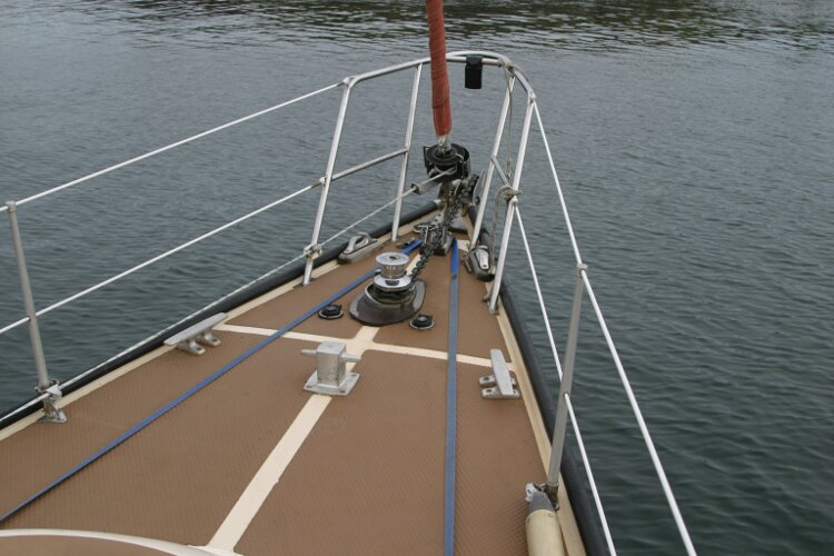 Bruce Roberts 34 Sailing Yachtfor sale Foredeck from Starboard side -