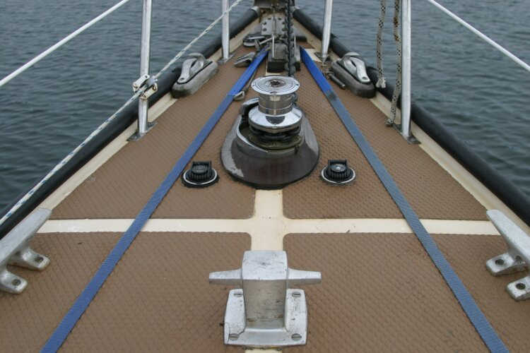 Bruce Roberts 34 Sailing Yachtfor sale Foredeck - windlass and mooring cleat