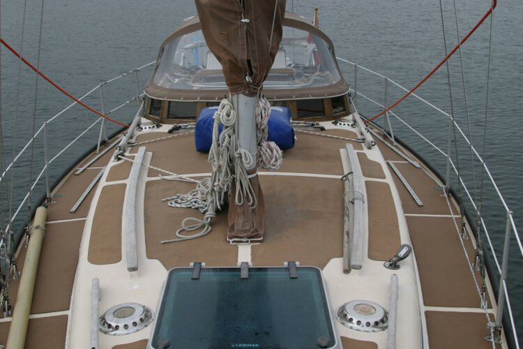 Bruce Roberts 34 Sailing Yachtfor sale View aft from forepeak -