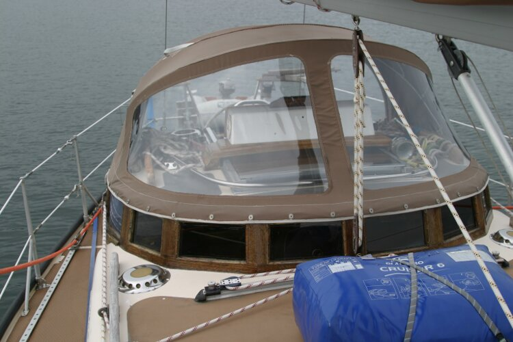 Bruce Roberts 34 Sailing Yachtfor sale Looking aft to spray hood, starboard side -