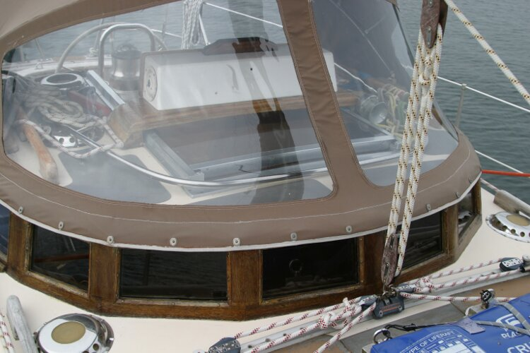Bruce Roberts 34 Sailing Yachtfor sale Spray hood, starboard side. - Also showing main sheet arrangement.