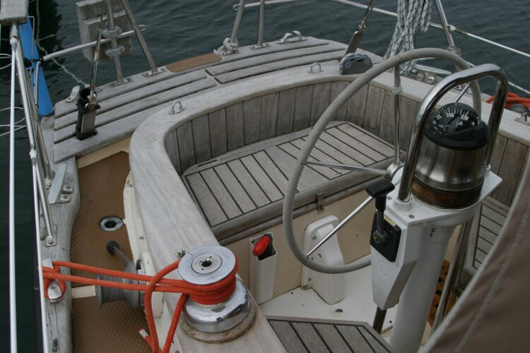 Bruce Roberts 34 Sailing Yachtfor sale Looking into cockpit from starbord side. -