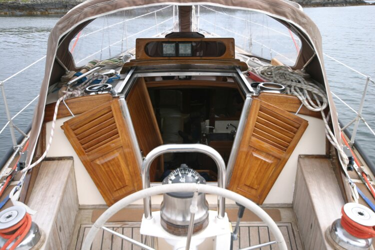 Bruce Roberts 34 Sailing Yachtfor sale View forward from helm. - Showing companionway doors.