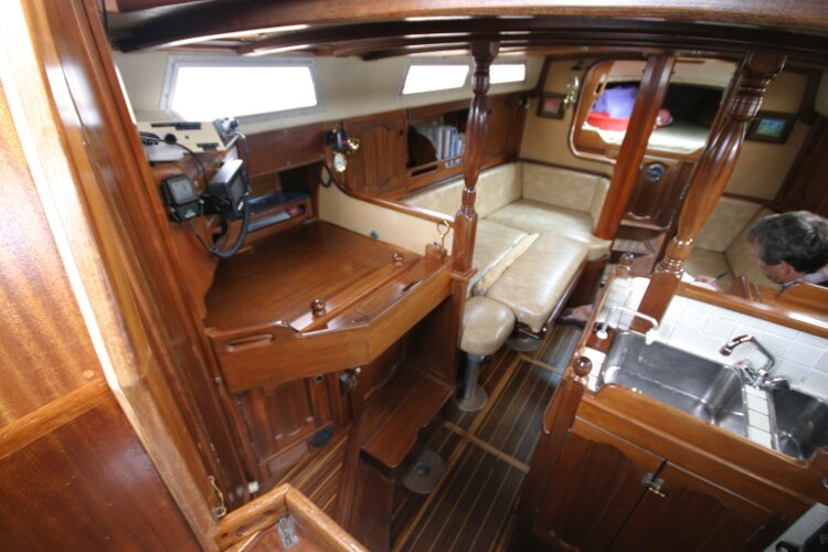 Bruce Roberts 34 Sailing Yachtfor sale View to left down companionway. -