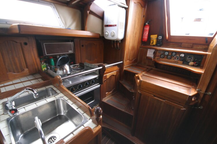 Bruce Roberts 34 Sailing Yachtfor sale Galley. - with stainless sink.
