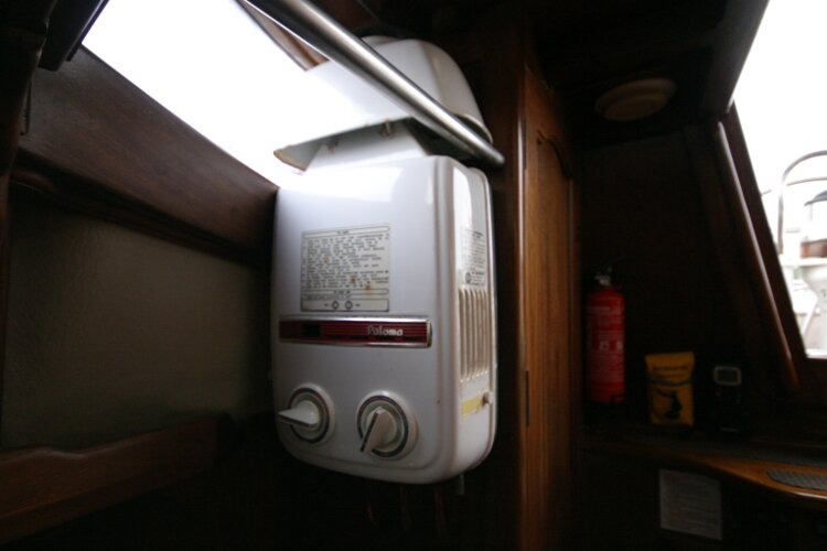 Bruce Roberts 34 Sailing Yachtfor sale Gas water Heater -