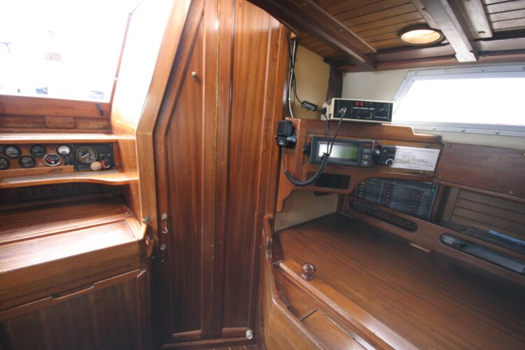 Bruce Roberts 34 Sailing Yachtfor sale Entraqnce to Heads Compartment. - Door closed.