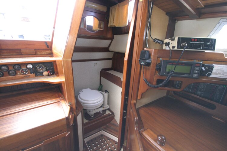 Bruce Roberts 34 Sailing Yachtfor sale Entrance to heads compartment - Door open.