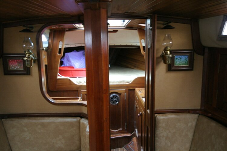 Bruce Roberts 34 Sailing Yachtfor sale Looking forward in Saloon - Entrance to forward cabin.