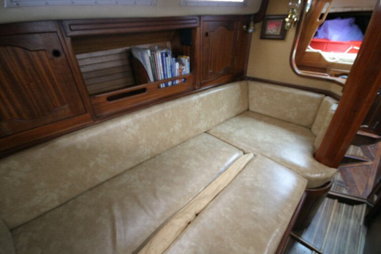 Bruce Roberts 34 Sailing Yachtfor sale Port Sofa, converted to double berth. -