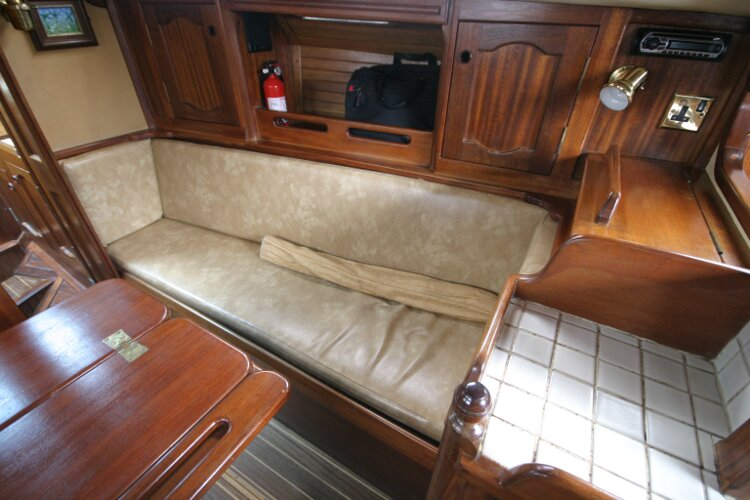 Bruce Roberts 34 Sailing Yachtfor sale Starboard Sofa -