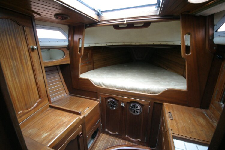 Bruce Roberts 34 Sailing Yachtfor sale Looking into the Forward Cabin -