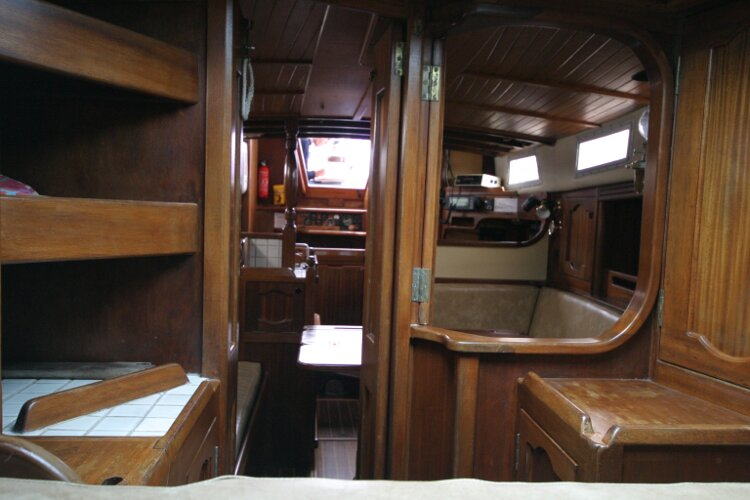 Bruce Roberts 34 Sailing Yachtfor sale Looking Aft from Forward Cabin. -