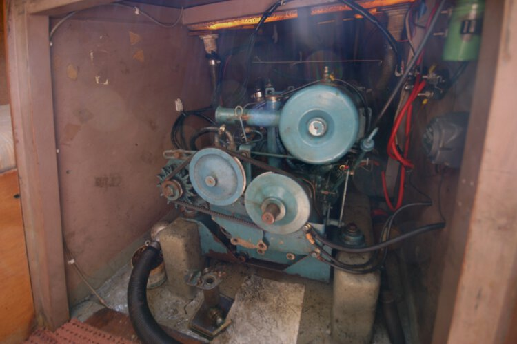 Colvic 26for sale The engine compartment - With good access to the engine