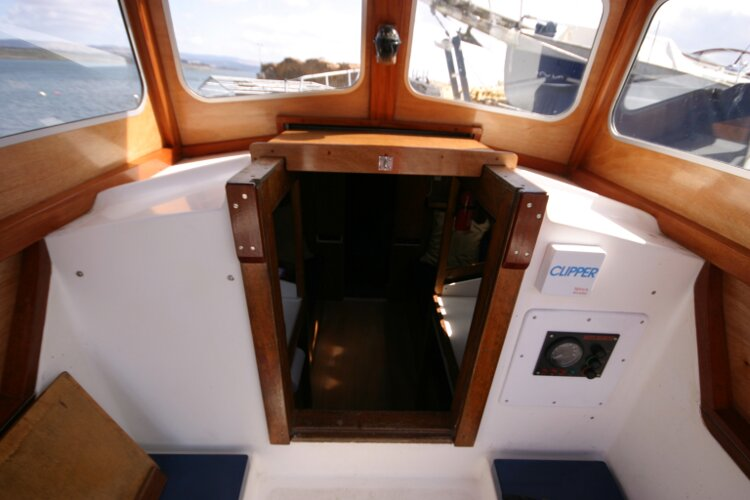 Colvic Springtide 25for sale The opened companionway -