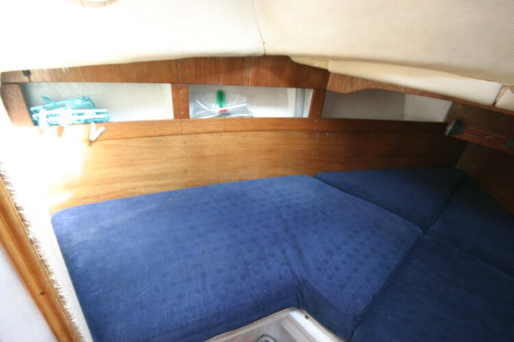 Colvic Springtide 25for sale Forward cabin - Port side