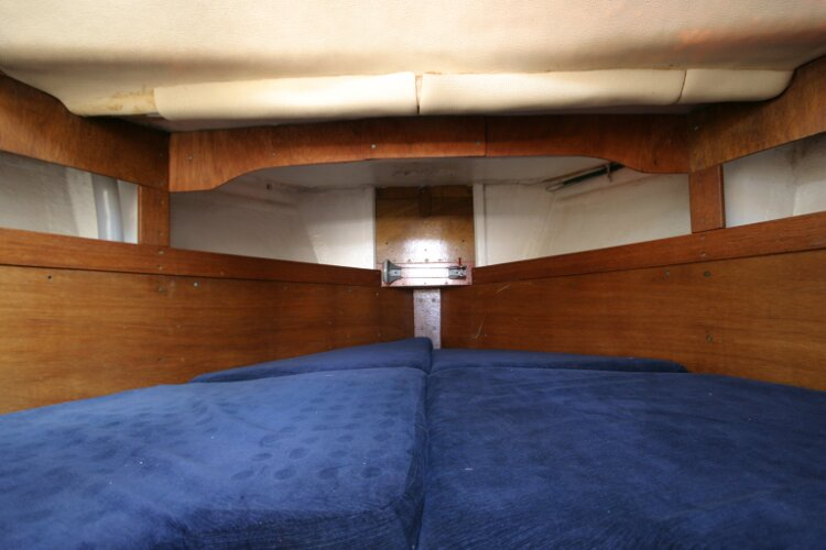 Colvic Springtide 25for sale Forward cabin V berth -
