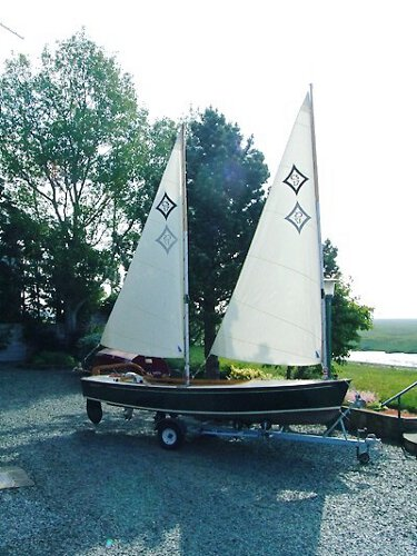 Wooden Classic Core Sound 17for sale This view shows off her rig - The twin sails are by Goacher sails.