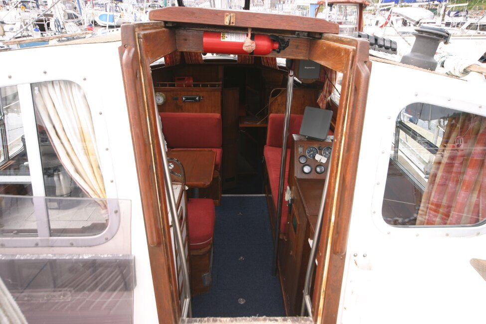 Trident Voyager 35for sale Companionway entrance -