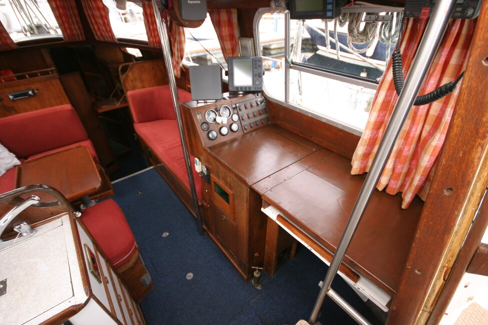 Trident Voyager 35for sale Saloon from companionway - Looking to starboard