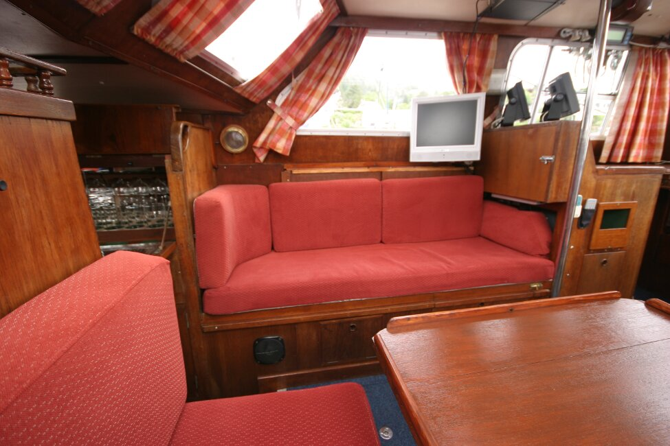 Trident Voyager 35for sale Saloon seating areas -