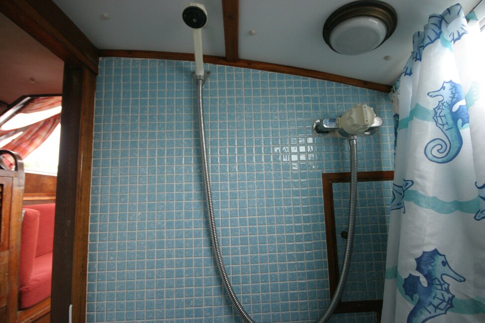 Trident Voyager 35for sale Shower -