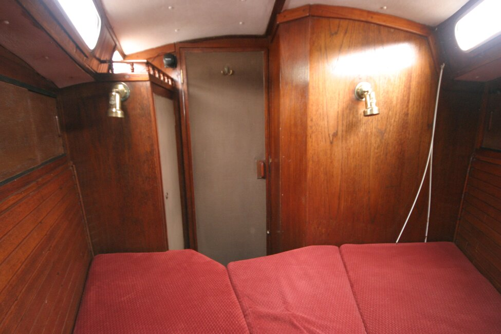 Trident Voyager 35for sale Forward cabin looking aft -