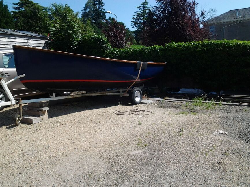 Dayboat  / Fishing Boatfor sale Fully refurbished road trailer -