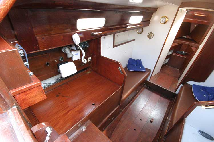 Twister 28for sale Saloon from companionway - Port