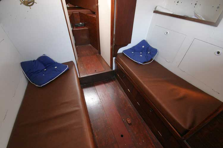 Twister 28for sale Saloon seating -