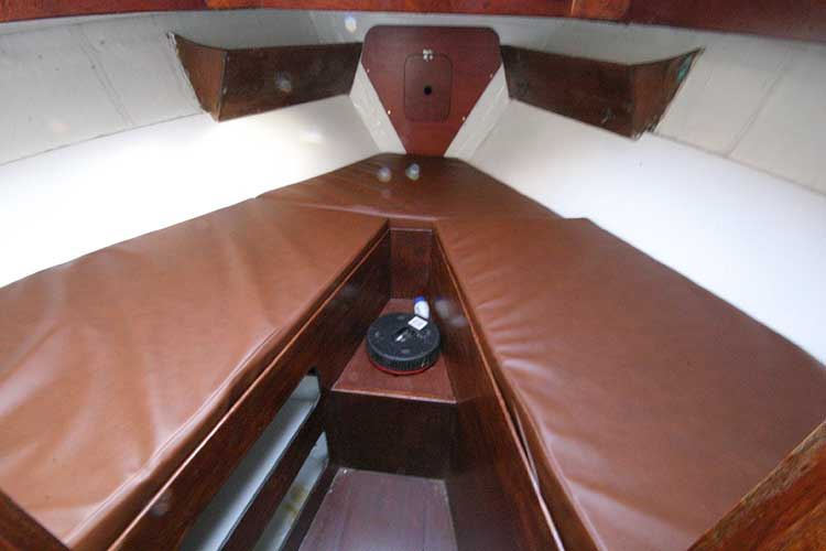 Twister 28for sale Forward cabin with V berth -