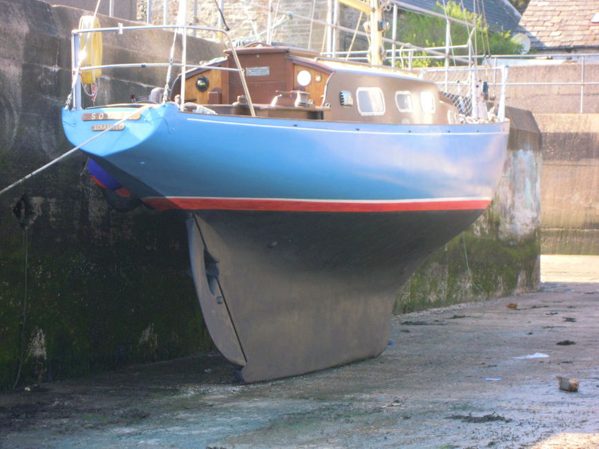 Wooden Classic 29 foot Bermudan Sloopfor sale Dried out for a scrub - Owner's photo