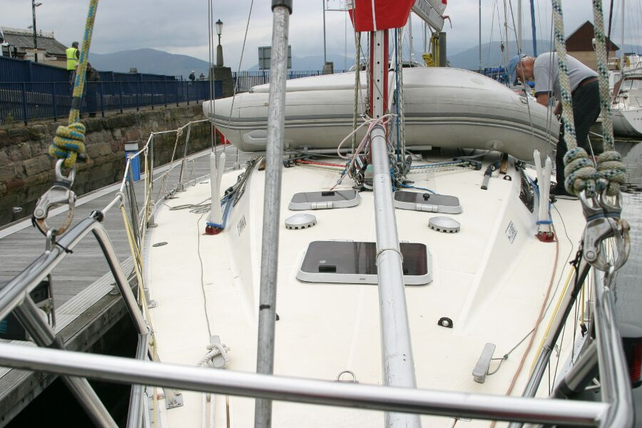 Jeanneau SunShine Regatta 38for sale Foredeck -
