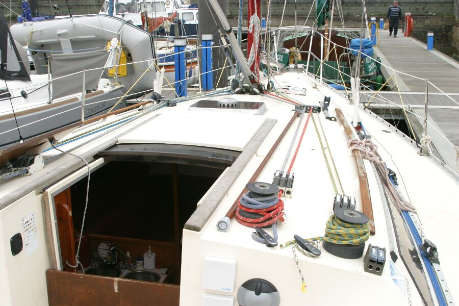 Jeanneau SunShine Regatta 38for sale Starboard -