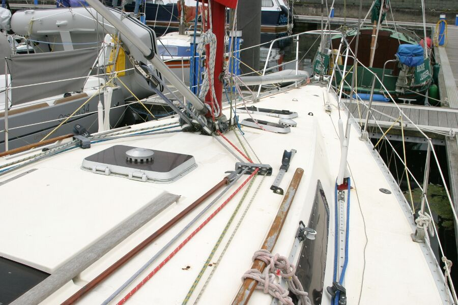 Jeanneau SunShine Regatta 38for sale Starboard moving forward -