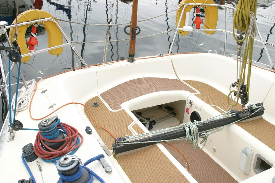 Jeanneau SunShine Regatta 38for sale Cockpit -