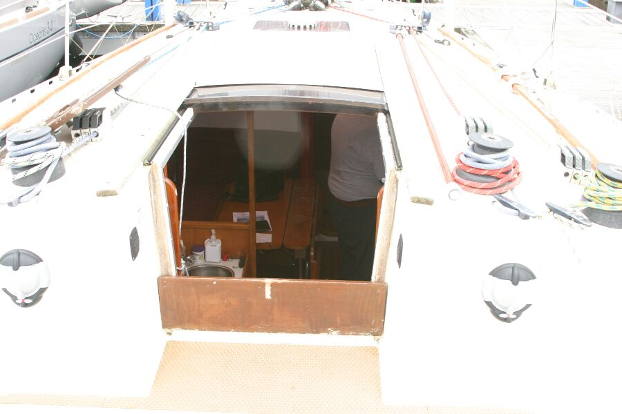 Jeanneau SunShine Regatta 38for sale Companionway entrance -