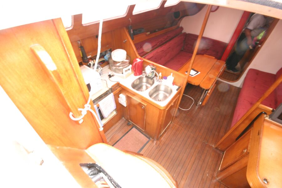 Jeanneau SunShine Regatta 38for sale Looking into the companionway entrance - Port