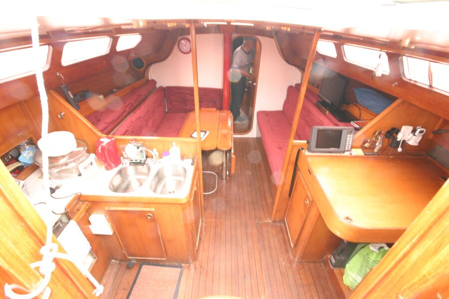 Jeanneau SunShine Regatta 38for sale Looking into the companionway entrance - Saloon