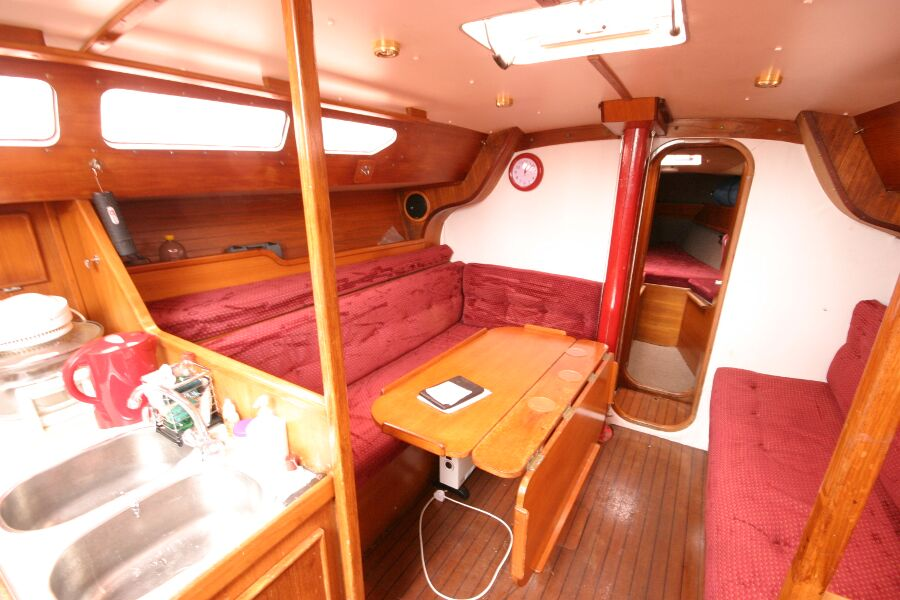 Jeanneau SunShine Regatta 38for sale Saloon -