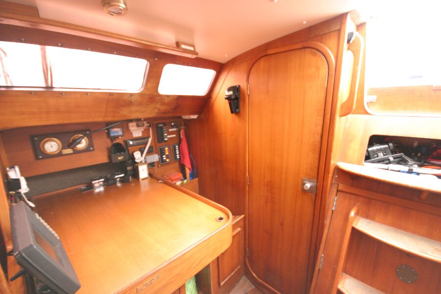 Jeanneau SunShine Regatta 38for sale Navigation station - Starboard