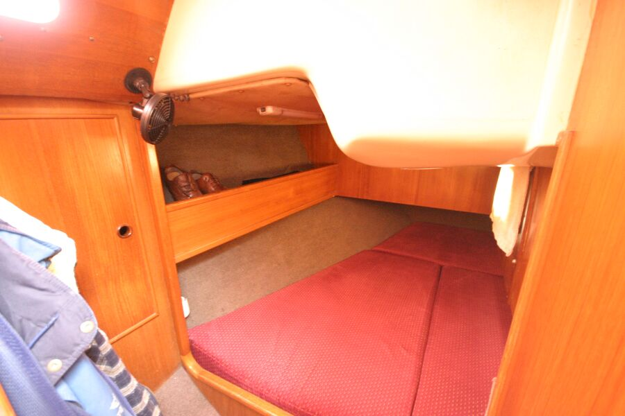 Jeanneau SunShine Regatta 38for sale Starboard Aft Cabin -