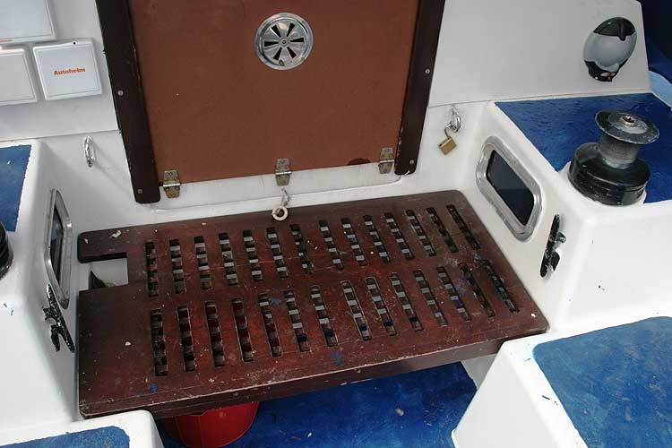 Bolero 35for sale The main hatch - Note the aft cabin lights
