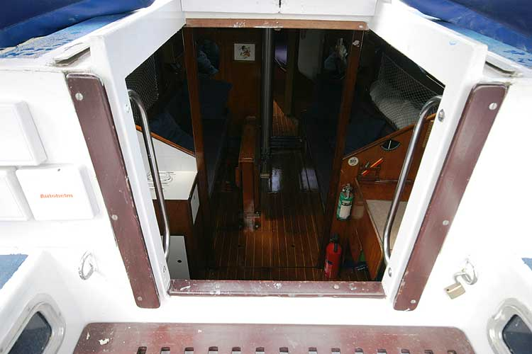 Bolero 35for sale Looking down fromthe main hatch -
