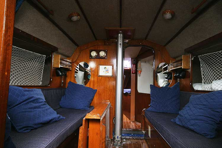 Bolero 35for sale The saloonlooking forward - 