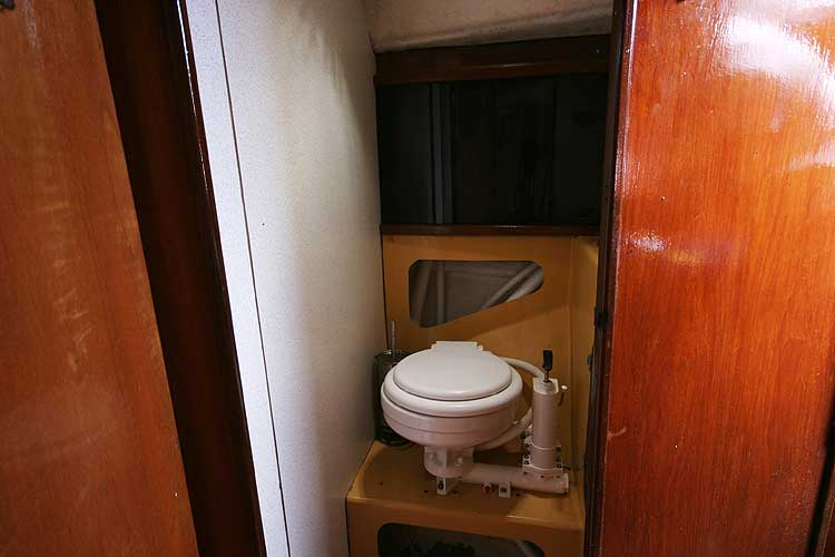 Bolero 35for sale The heads - With hanging storage behind