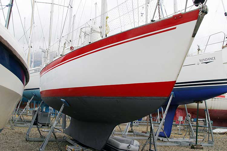 Vancouver 32for sale Hull, starboard forward quarter -