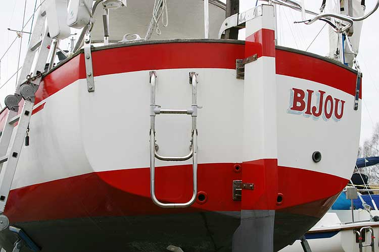 Vancouver 32for sale Stern with boarding/swim ladder -