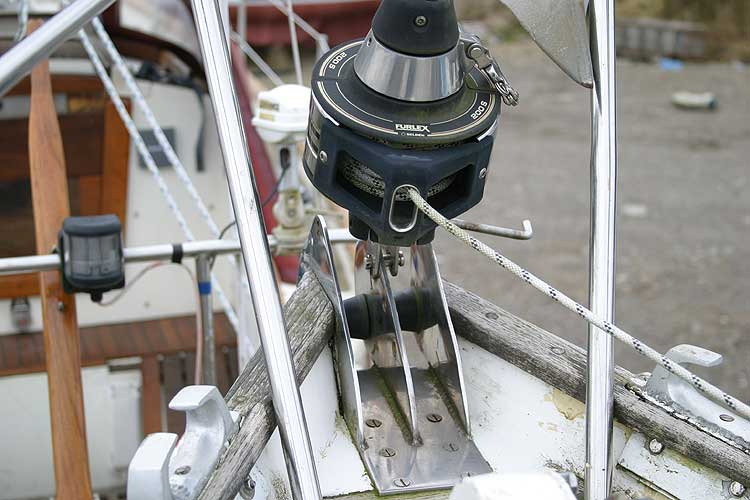 Vancouver 32for sale Bowroller and furling gear -